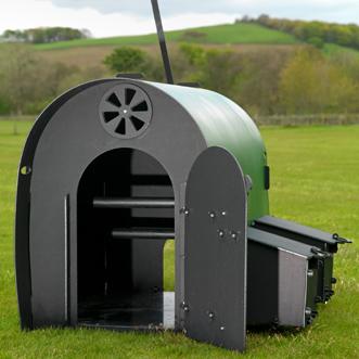 recycled-plastic-hen-house-green-internal-standard-detail