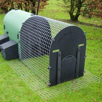 recycled-plastic-hen-house-mesh-skirting-detail