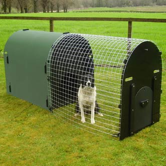 recycled-plastic-dog-kennel-green-deluxe-detail