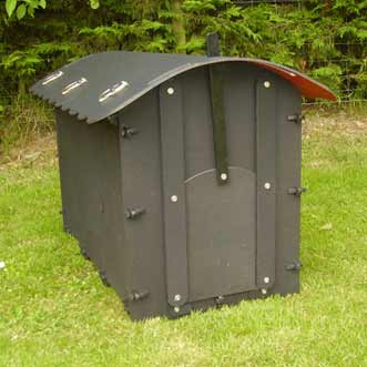 recycled-plastic-goose-house-mini-black-roof-detail