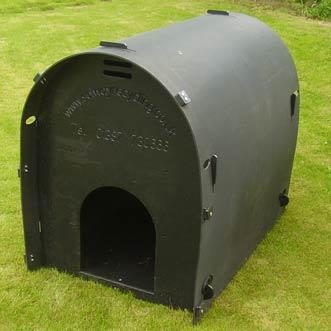 recycled-plastic-standard-dog-kennel-black-detail